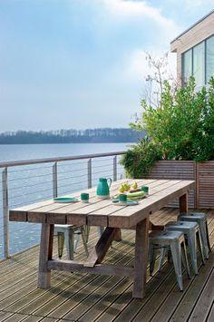 Terrasse en bois d'ipé, bacs en teck et main courante en bois