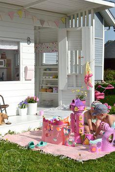 Heippa!! Me olemme saaneet mukavasti lomavaihteen päälle ja tänään nautittu kotosalla lämpimästä kesäpäivästä. Lasten leikkejä on ollut m...