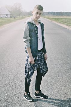 H&M Skinny Denim Jeans, Ccc Sneakers, H&M Shirt, H&M Plain T Shirt, Pull & Bear Denim Jacket