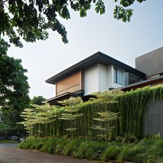 Completed in 2017 in Yakarta, Indonesia. Images by Mario Wibowo. CL house is located in South Jakarta and built on 425 sqm. It is located near a crowded junction and commercial area. Modern Tropical House, Tropical House Design, Tropical Houses, Tropical Architecture, Facade Architecture, Futuristic Architecture, Villa, House Elevation, Facade House