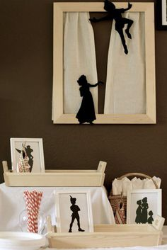Peter Pan Party {kids birthday party} Off to Neverland! This amazing Peter Pan Party is going to make you wish you were in Neverland. Some of the party decor… Fête Peter Pan, Peter Pan Party, Peter Pan Wedding, Lost Boys Peter Pan, I Party, Party Time, Party Ideas, Party Favors, Peter Pan Silhouette