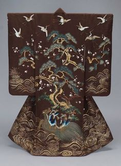 "Japanese Embroidery Kimono "" Kimono (uchikake) with Island of Paradise design, made in Japan in the century (source). Traditioneller Kimono, Mode Kimono, Kimono Japan, Kimono Fabric, Japanese Textiles, Japanese Patterns, Japanese Fabric, Japanese Yukata, Japanese Design"
