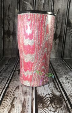 Love the look of woodgrain? Now you can have it in girly glitter. Can be made with most any color combination. Diy Tumblers, Personalized Tumblers, Custom Tumblers, Glitter Tumblr, Tumblr Cup, Mod Melts, How To Dye Fabric, Dyeing Fabric, Thing 1
