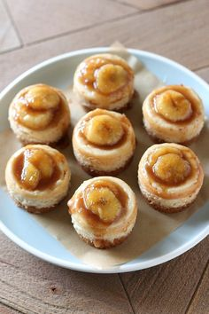 No need to visit a fancy restaurant to enjoy Bananas Foster! Mini Bananas Foster Cheesecakes have tons of caramelized banana flavor and luscious texture. Banana Foster Cheesecake Recipe, Banana Dessert Recipes, Mini Cheesecake Recipes, Great Desserts, Delicious Desserts, Yummy Food, Quick Dessert, Cupcake Recipes, Mini Bananas