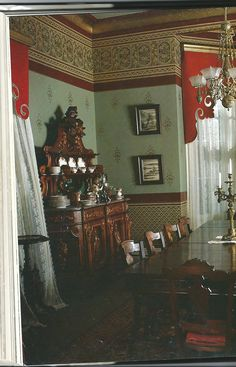 Le Beau Paon Victorien: Vintage Voice: Re-Creating Victorian Decor. Love those wallpapers!