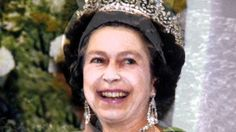 Queen Elizabeth II morph sequence (from birth to old age) - this both weird and super cool