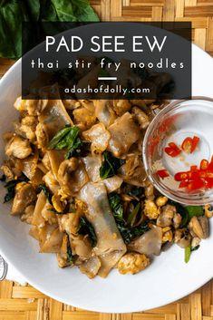 Soy Sauce Stir Fry, Thai Stir Fry, Asian Recipes, Healthy Recipes, Ethnic Recipes, Free Recipes, Stir Fry Noodles, Asian Noodles, Pad See Ew
