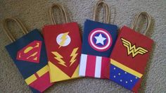 Bolsas de chuchería de súper héroe por TalkOfTheParty247 en Etsy Avengers Birthday, Superhero Birthday Party, Boy Birthday, Wonder Woman Birthday, Wonder Woman Party, Party Favor Bags, Goodie Bags, Pochette Surprise, Superhero Cake