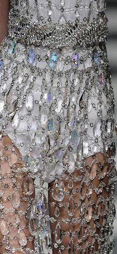 http://www.beadshop.com.br/?utm_source=pinterest&utm_medium=pint&partner=pin13 - vestido feito de pingentes para lustres. moda conceito #fashion