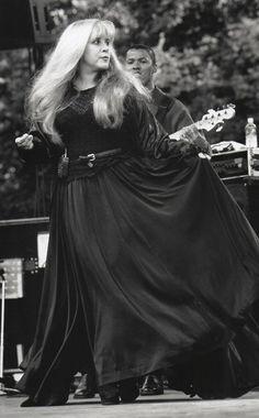 Stevie Nicks in Boston on October 12, 1996 (courtesy of Mike Bise)