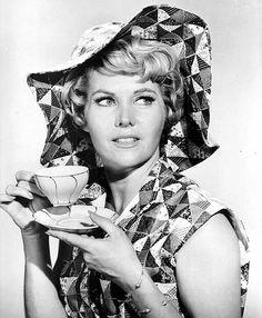 Whitney Blake Whitney Blake, Perry Mason, Actors & Actresses, Hollywood Actresses, Hollywood Stars, Elegant Woman, Famous People, Pin Up, Glamour