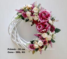 Felt Wreath, Wreath Crafts, Diy Wreath, Flower Crafts, Door Wreaths, Shabby Chic Wreath, Embroidery Hoop Crafts, Birthday Gifts For Girls, Mothers Day Crafts