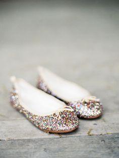 Kate Spade wedding #flats #ballerinas #shoes / Photo by Matthew Johnson Studios