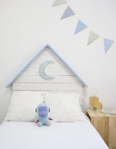 Cabecero infantil con luna color azul – Cabeceros y madera