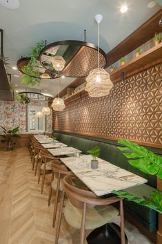 Colorful Restaurant, Bar Restaurant Design, Cozy Restaurant, Restaurant Tables, Restaurant Banquette, Cafe Interior Vintage, Bistro Interior, Restaurant Interior Design, Architecture Restaurant