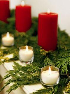 Christmas Decor Christmas Mantels, Green Christmas, Little Christmas, Winter Christmas, All Things Christmas, Christmas Crafts, Christmas Decorations, Holiday Decorating, Christmas Greenery