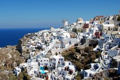 Source We are back with another amazing place to visit, this time we are talking about beautiful island of Santorini. Found in Greece, Santorini is Santorini Grecia, Oia Greece, Santorini Island, Oh The Places You'll Go, Places To Travel, Travel Destinations, Places To Visit, Vacation Travel, Budget Travel