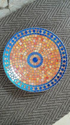 Mosaic Table or Bowl. Mosaic Tile Table, Mosaic Birdbath, Mosaic Tray, Mosaic Pots, Mosaic Birds, Mosaic Garden, Mosaic Crafts, Mosaic Projects, Mosaic Ideas