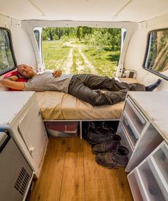 "Repost from the Vanlifer @my_wild_dreams_ ""Believe it or not this is as comfortable as any bed Ive owned. Memory foam is wonderful. . When buying and setting up a van to live in the width of the van and the height of your body are important. Being able to put your bed across the width of the van opens up a lot more potential floorpan layouts. . Here are the widths of some popular vans: . -- VW Vanagon - 53 -- Sprinter - 510 -- Nissan NV200 Cargo - 510 -- Chevy Express - 60 (?) -- Dodge…"