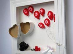 superleuk geld cadeautje, hartjes doosje waar het geld in kan, datum ballonnen van klei,ijzerdraad en touw en leuke kleine trouw accessoires.