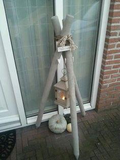 3 houten palen, een touw en een lantaarntje... een warm welkom