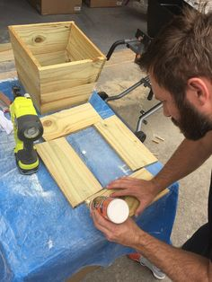 How To Build Your Own Tall Outdoor Planter Boxes - Bower Power Wooden Planter Boxes Diy, Tall Planter Boxes, Tall Outdoor Planters, Cedar Planters, Patio Planters, Planter Ideas, Pergola Patio, Woodworking Projects Diy, Woodworking Plans