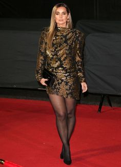 Pantyhose Outfits, Pantyhose Legs, Nylons, Celebrities In Stockings, Louise Redknapp, Curvy Girl Outfits, Mini Vestidos, Black Stockings, Great Legs