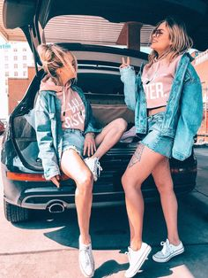 Set of 2 Hamburger Haenger® BFF SISTER. Short hoodie pink - # check more at h . Friends Mode, Cute Friends, Best Friend Pictures, Friend Photos, Girl Photo Shoots, Girl Photos, Girl Pics, New Hair Style Girls, Style Hair