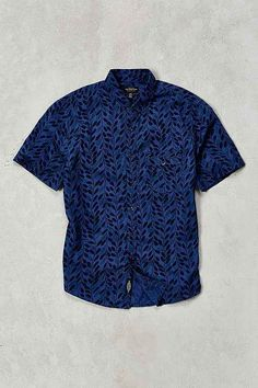 CPO Woodblock Leaves Short-Sleeve Button-Down Shirt - Urban Outfitters