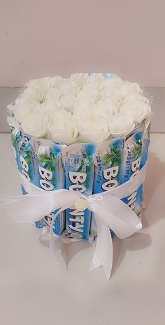 Candy Bouquet Diy, Diy Bouquet, Bf Gifts, Cute Gifts, Diy Crafts For Gifts, Handmade Crafts, Chocolate Flowers Bouquet, Gift Box Cakes, Birthday Room Decorations