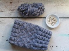 Free chunky knit boot cuff pattern using 9&10 needles. Straight but can be converted to circular or do needles