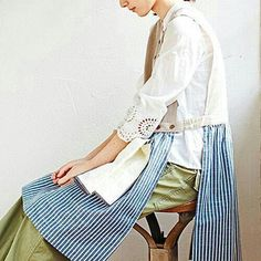 These are some fabulous aprons Linen Apron, Sewing Aprons, Apron Pockets, Apron Dress, Clothing Hacks, Yoga Fashion, Dressmaking, Work Wear, Sewing Patterns