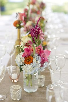 Hydrangea, rose, and astilbe centerpieces.   Photography: Raquel Reis Photography - raquelreis.com
