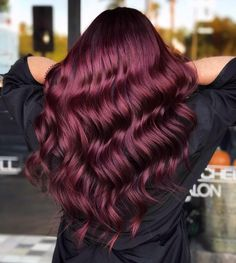 Red Wine Hair is Now a Thing, and We're Drinking It All Up - dream hair - Hair Hair Dye Colors, Red Hair Color, Color Red, Hair Color For Fair Skin, Hair Color For Women, Outfit Trends, Hair Trends, Pelo Color Vino, Wine Hair