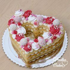 Wedding heart cake Heart Cakes, Number Cakes, Just Desserts, Vanilla Cake, Cake Decorating, Wedding Cakes, Baking, Recipes, Food Cakes