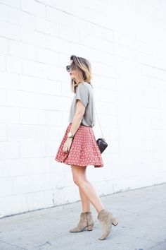 short sleeve grey tee + pink spots skirt + sunglasses + bag + booties | fall summer style