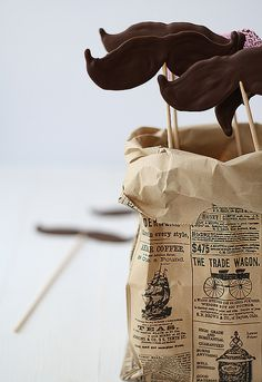 Bigotes de chocolate von SandeeA Cocina, via Flickr