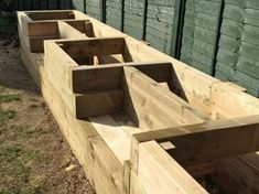 Les Mable's raised beds with bench seats from new railway sleepers - Les Mable's raised beds with bench seats from new railway sleepers - sleepers garden raised bed Raised Garden Bed Plans, Building Raised Garden Beds, Raised Patio, Raised Beds Sleepers, Railway Sleepers Garden, Palet Exterior, Raised Flower Beds, Garden Seating, Garden Furniture