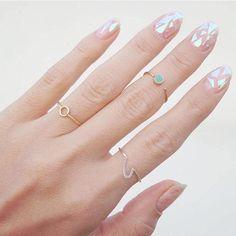 La nouvelle tendance ongles: le glass nail - Elle Québec
