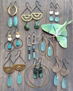 Integrating 2 metal types in your jewelry designs simply may be the oomph you need to be able to sell your items more. Some things just go beautifully together. Clay Jewelry, Metal Jewelry, Jewelry Crafts, Beaded Earrings, Beaded Jewelry, Handmade Jewelry, Diy Crystal Earrings, Diy Schmuck, Schmuck Design