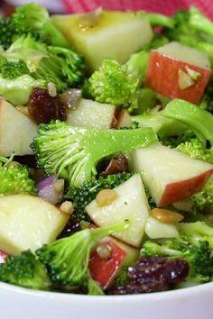 Easy, Healthy broccoli salad with raisins, apples and no mayo veganinthefreezer salads sides apple applesalads broccolisalads 145663369187518507 Apple Broccoli Salad, Broccoli Salad With Raisins, Broccoli Cauliflower Salad, Carrot Salad, Apple Salad, Broccoli Cheddar, Roasted Cauliflower, Healthy Cooking, Healthy Eating