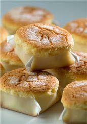 mantecadas de astorga Pan Dulce, Mexican Food Recipes, Sweet Recipes, Dessert Recipes, Mini Cakes, Cupcake Cakes, Spanish Chocolate, Spanish Dishes, Beignets