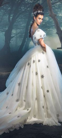 Stunning White embroidered gown!!! Starstruck~