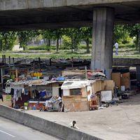 En France 17 000 Personnes Vivent Dans Des Bidonvilles Slums
