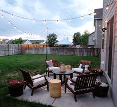 The best small patio ideas that'll make you want to hang out on your patio all summer! You can easily makeover your small patio on a budget with these patio decor ideas. Pinning these small patio decor ideas for later! Small Outdoor Patios, Outdoor Patio Designs, Outside Patio, Small Backyard Landscaping, Diy Patio, Outdoor Decor, Landscaping Ideas, Outdoor Areas, Outdoor Lighting