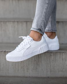 White Puma Sneakers, White Sneakers Outfit, Sneakers Mode, Best Sneakers, Adidas Sneakers, Sneakers Fashion, Sneaker Outfits Women, Nike Shoes Outfits, Vans Shoes