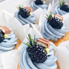 Beautiful looking cupcakes Mini Desserts, Just Desserts, Delicious Desserts, Yummy Food, Strawberry Desserts, Cupcake Recipes, Cupcake Cakes, Dessert Recipes, Mini Cakes