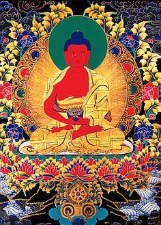 Amitabha o Amida o como el Bodhisattva Amitayus. Según el Sutra de la Vida Infinita, Amitābha fue, en tiempos muy remotos y posiblemente en otro mundo, un monje llamado Dharmakāra. En algunas versiones del sutra, se describe a Dharmarkāra como un antiguo rey que, habiendo tenido contacto con las enseñanzas budistas gracias al buda Lokesvararaja, renunció a su trono. Entonces decidió convertirse en un buda. Esta haciendo el mudra Dhyana. Su mantra Om Amideva Hrih.