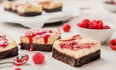 Ostekake-brownies med bringebærsaus l EXTRA Brownies, Cheesecake, Baking, Desserts, Food, Bread Making, Meal, Cheesecake Pie, Bakken