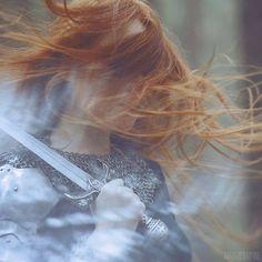 Una guerriera dai capelli rossi, ecco l'immagine perfetta per evocare Naydeia.